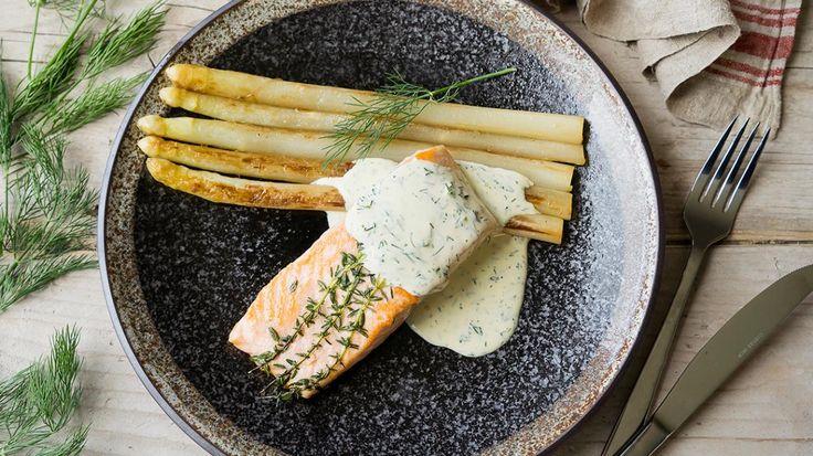 Gerookte zalm met gebakken asperges en mousselinesaus met dille   VTM Koken