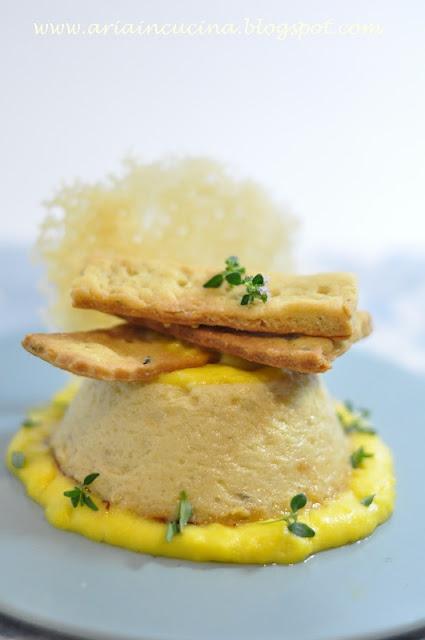 Budino di asparagi bianchi con crackers rustici al timo e cialdina di parmigiano su zabaione salato