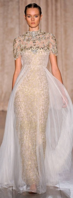 Marchesa, 2013. I've pinned this before somewhere below, but this is a straight on view of this gown, which I ADORE.