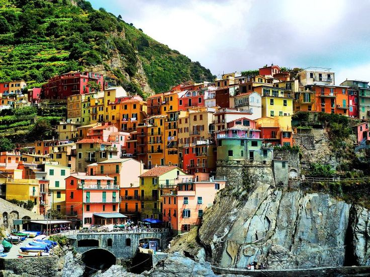 Cities built on cliffs present us with a striking contrast between the natural world and the structures that we build to challenge and overcome it. These photos capture stunning views of some of the most epic cliff-side cities in the world. Many cities or dwellings could have been built on cliffs for a variety of …