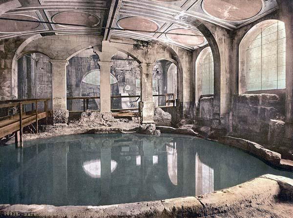 Roman Baths and Abbey, Circular Bath, Bath, England