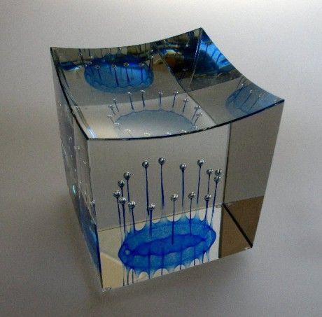JAN ŠTOHANZL - SKLÁŘSKÝ VÝTVARNÍK - Fotoalbum - Ukázky prací z let 2000 - 2009 - Ukázky prací z let 2000 - 2010 - Narrenturm VI, 12x12x13, tavené olovnaté sklo, 2009