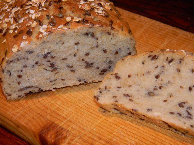 Chléb se lněným semínkem a ovesnými vločkami