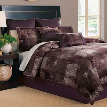 ideas for a small bedroom best 25 plum comforter ideas on plum bedding 18910