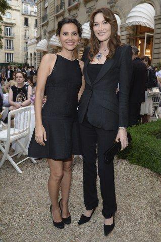 Carla Bruni arrasa na calça de alfaiataria + blazer sem ficar corporativa