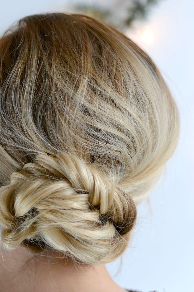 Beauty: Drei festliche Frisuren mit Braun Satin Hair 7 - perfekt für elegante Anlässe - Frisur Nr. 3 Fischgrätenzopf wird zum Dutt #festlich #frisuren #beauty #tutorial #braun #weihnachten #christmas