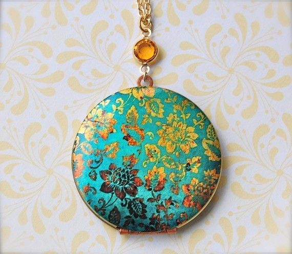 Turquoise & gold floral locket. Great present for a friend! Put a photo of her children, or the two of you inside before wrapping it.