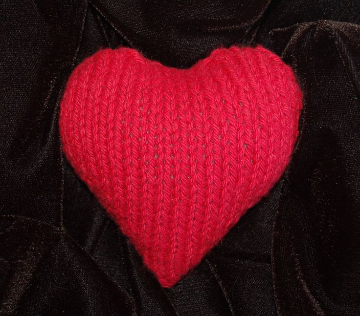 I wish I could knit! Cute knitted heart. Get the knitting pattern here: http://knitknoodler.wordpress.com/2010/02/07/free-plush-heart-pattern-happy-valentines-day/