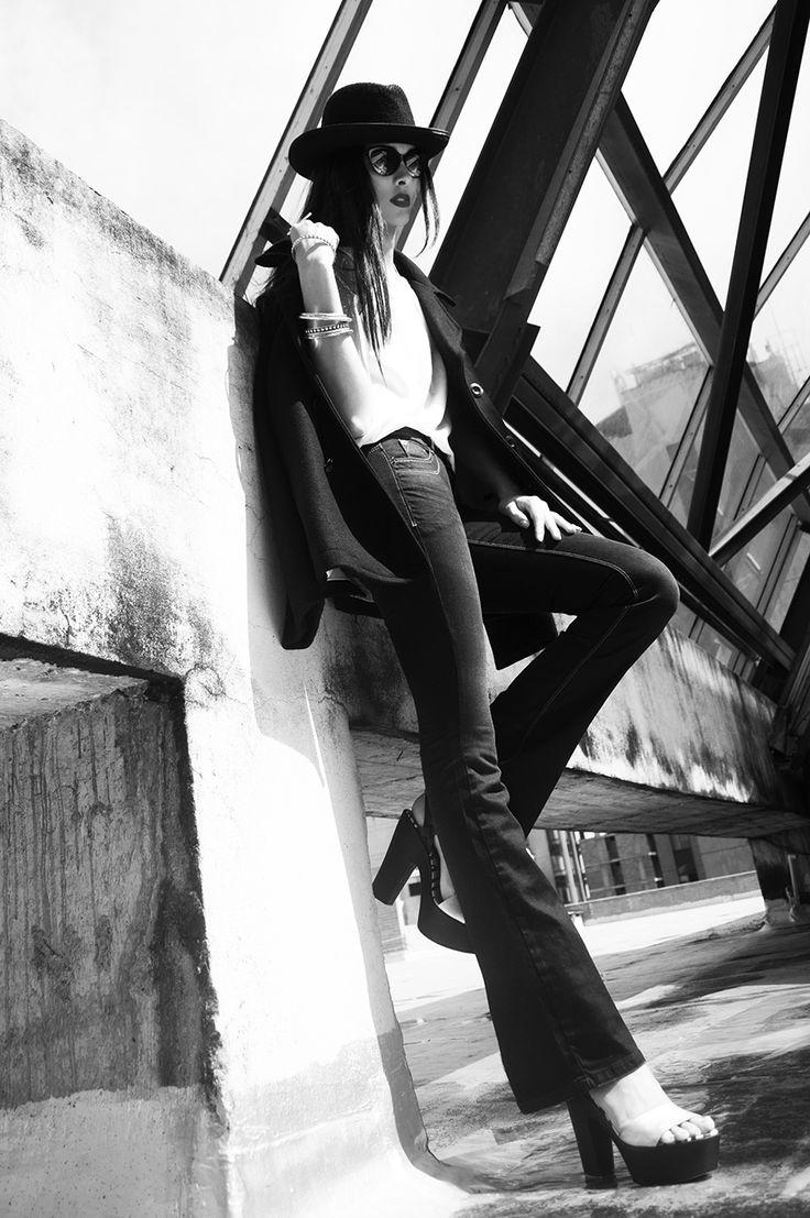 Blusa de seda de @Siuk ZapatosCarteras  jeans bota campana de @NAF NAF Latinoamérica con plataformas de @NORALOZZA FirstClass y unas gafas #RalphLauren de Multiopticas un look que atrapa miradas. http://issuu.com/virtualquinta/docs/la_quinta_25_2