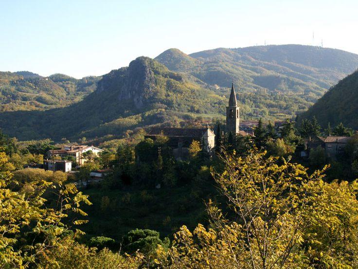 Chiesa S. Giustina di Teolo e Rocca Pendice  Spettacolare... scopri altri magici luoghi da visitare sul nostro sito: http://www.tas.it/il-territorio/abano-terme-una-vacanza-in-veneto-tra-arte-natura-.html