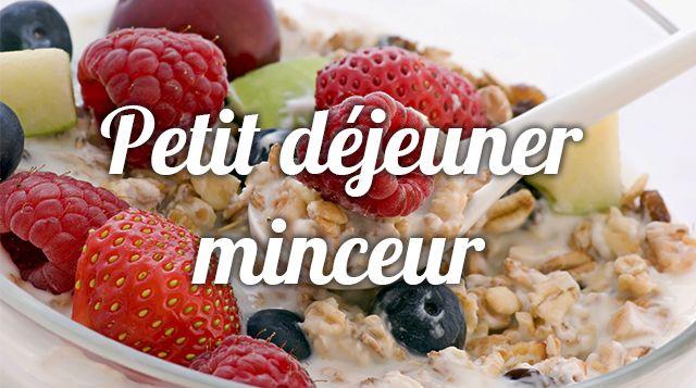 On ne le répétera jamais assez: le  petit déjeuner est essentiel pour bien démarrer la journée !  Pendant votre rééquilibrage alimentaire, vous allez apprendre à composer un petit déjeuner équilibré, qui vous permettra de tenir jusqu'au déjeuner en évitant les grignotages. Les conseils d' Aurélie Guerri , diététicienne nutritionniste.