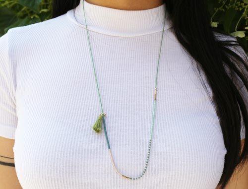 Halskæde med Delica perler og kvast
