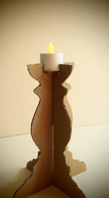 Con un poco de imaginación podemos crear cualquier objeto en 3D con un poco de cartón. Hoy un candelero que puede ser una opción eco para decorar la mesa estas fiestas.