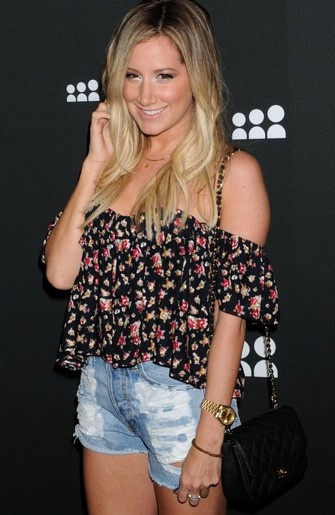 Ashley Tisdale looking so gorgeous
