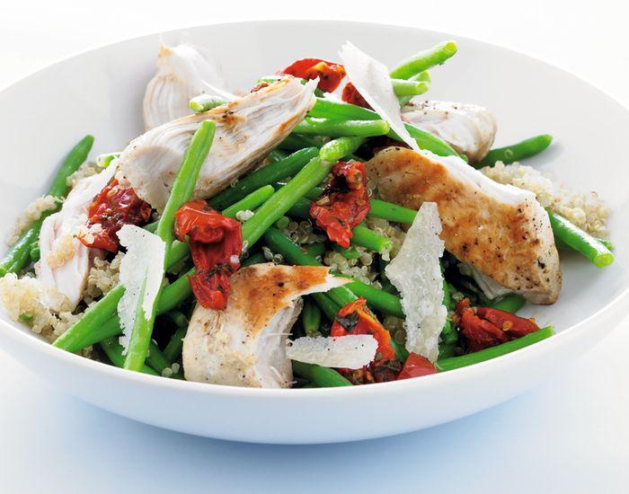 Sunn kylling-oppskrift med quinoa. Kombiner den med soltørkede tomater, bønner og parmesan.