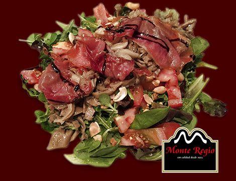Ensalada de setas y jamón ibérico #MonteRegio ¡la mejor manera de cuidarse!