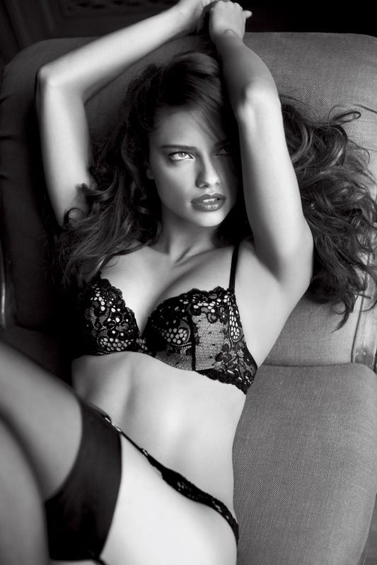 Adriana Lima, Victoria's Secret Angel. one of my classiest and prettiest role models... love her! even if she is a brunette ;) <3