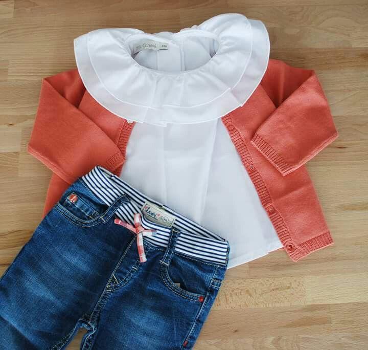 Las blusas de Mi canesú quedan perfectas hasta con unos jeans. Talla representada 24m. Nos encanta completar un look con un toque rompedor. Blusa: http://wearekiddys.com/producto.php?pid=202&cid=569&cat=4 Chaqueta: http://wearekiddys.com/producto.php?pid=348&cid=1063&cat=4 Pantalón: http://wearekiddys.com/producto.php?pid=301&cid=855&cat=4