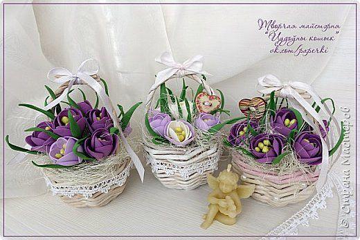 Мини-корзинки с весенними цветочками к 8 марта  В этом МК я расскажу как можно сделать простые цветочки из фоамирана.  Мастер-класс рассчитан для начинающих осваивать фоамиран.   фото 18