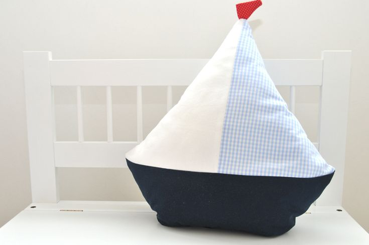 maritimes Kissen Segelboot // maritime boat pillow for kids via DaWanda.com