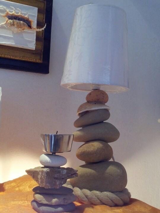 Lampada coi sassi e portalumino - by Officina del mare