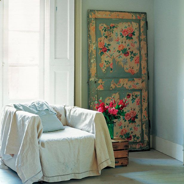 Love this shabby chic door! I am gonna make this! : )