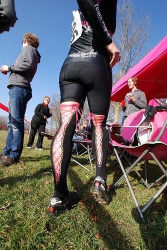 Een nieuwe trend? Kousen voor het fietsen. - A new trend? Stockings for a bike ride.