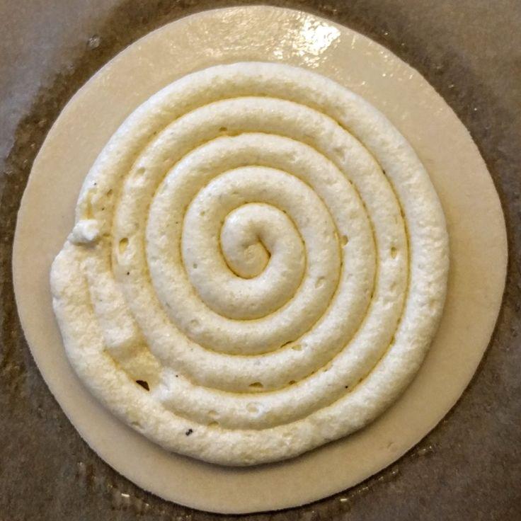 Recette de la crème frangipane - http://mapatisserie.fr/recette/base/creme/recette-de-creme-frangipane/