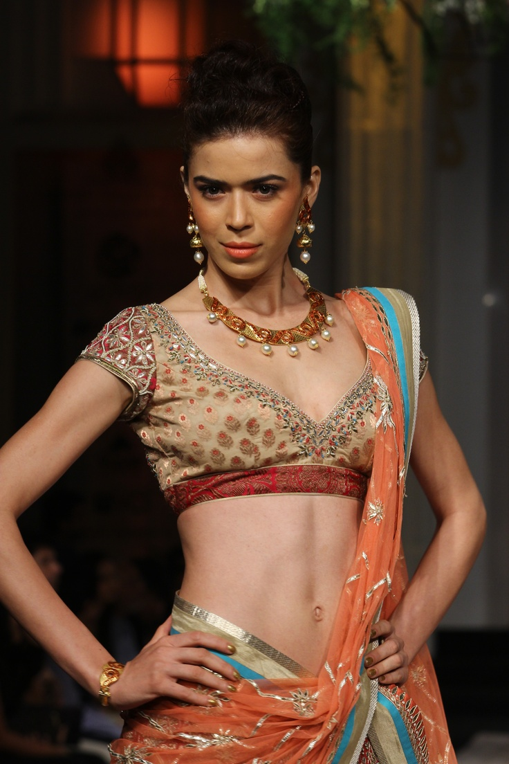 Azva by World Gold Council, Gold Jewellery show  at India Bridal Fashion Week 2012