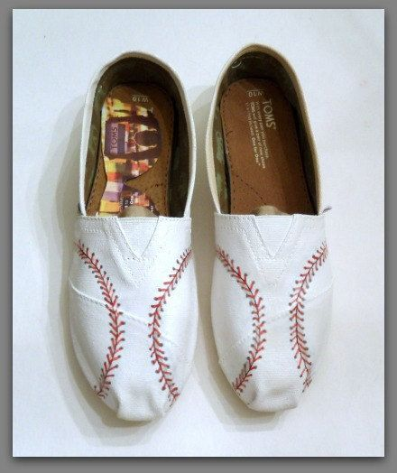 Women's Custom Baseball Painted Toms, Painted TOMS, Yankees, Orioles, in both shopes, Baseball shoes, Baseball stitch, Custom Bridal shoes by StoneThicket on Etsy https://www.etsy.com/listing/219228693/womens-custom-baseball-painted-toms