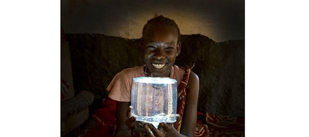Развивающиеся страны ежедневно сталкиваются с множеством проблем – нехватка чистой воды и энергии, детские заболевания и многое другое. К счастью, почти для всех проблем можно найти решение – над этим уже давно работают ученые, чьи изобретения могут радикально улучшить жизнь в развивающихся странах.