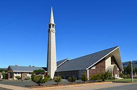 Die NG gemeente Calvinia-Hantam was in 1962 die laaste afstigting van die moedergemeente, wat in 1960 1 765 belydende lidmate gehad het. Die twee gemeentes se gesamentlike getal belydende lidmate het in die volgende halfeeu afgeneem tot 875. Dié kerkgebou is ontwerp deurAnthonie Smith.