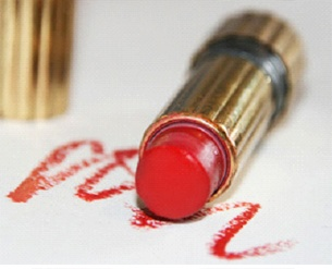 How to Remove Lipstick Stains Perfectly? | StyleCraze
