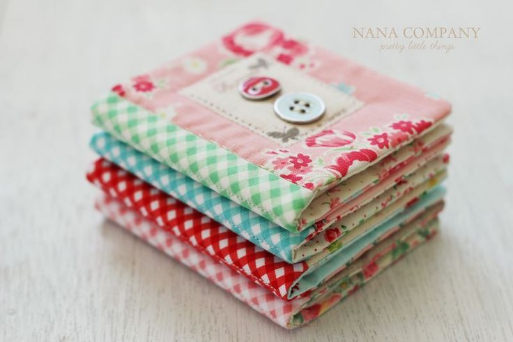 these are so cute - Handmade needle books. Website gives a tutorial for bigger version