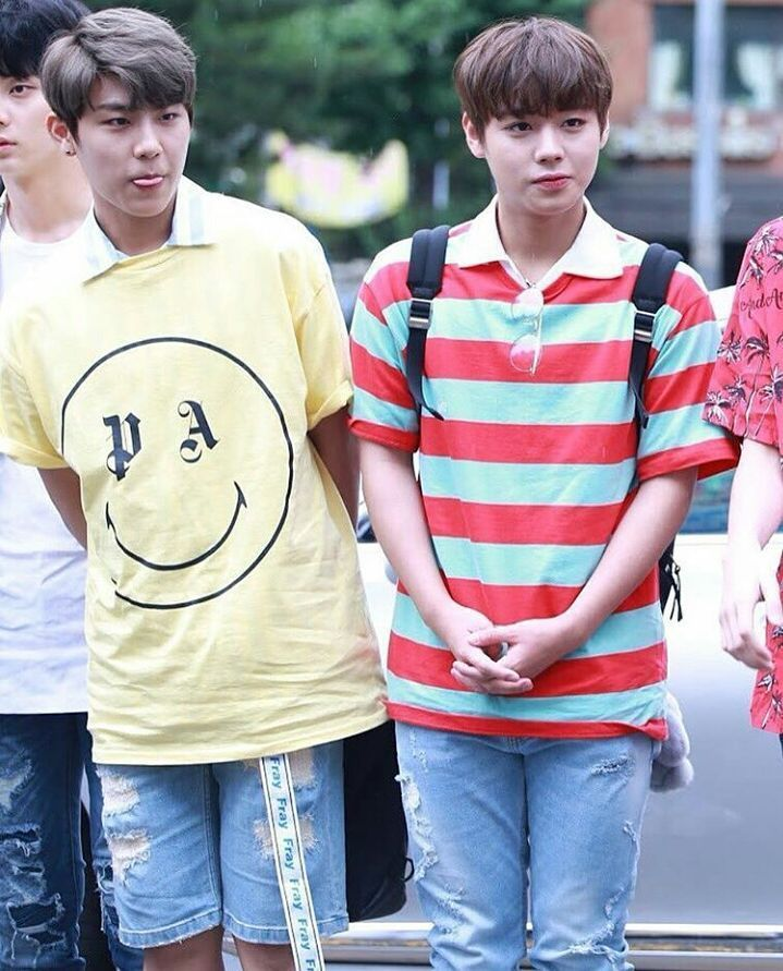 Is there anybody ship them? They look so cute when they're together❤ ___________________________________ #pinksausages #duopark #2park #wannaone #wannable #박지훈 #지훈 #프로듀스101시즌2 #로듀스101 #produce101season2 #produce101 #parkjihoon #jihoon #parkwoojin #woojin #mnet