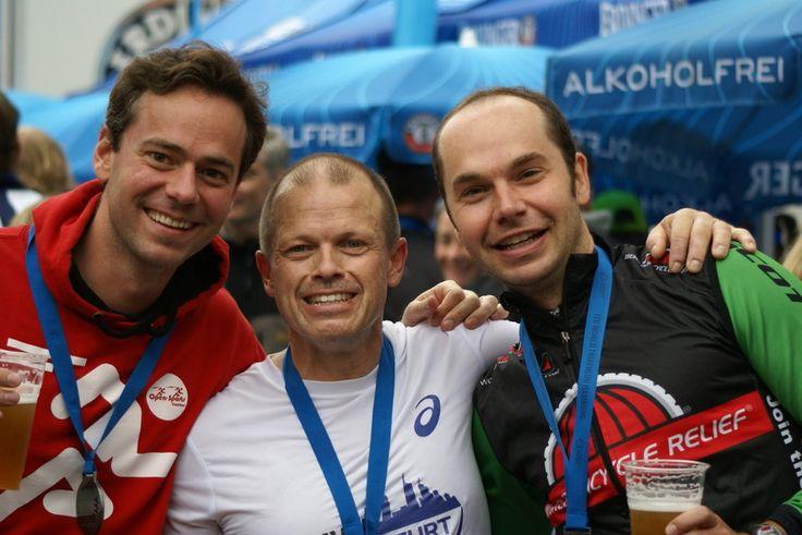Das Team FeWoBe glücklich und zufrieden nach einem überragenden 8. Platz im Staffelwettbewerb des ITU World Triathlon Hamburg 2015.