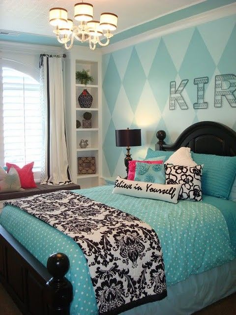 My daughter's room is aqua and she wants some black accessories...this gives me good ideas!