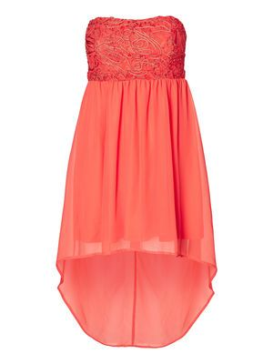 Lovely tube dress from VERO MODA. We love this for summer parties. #veromoda #dress #summer #party