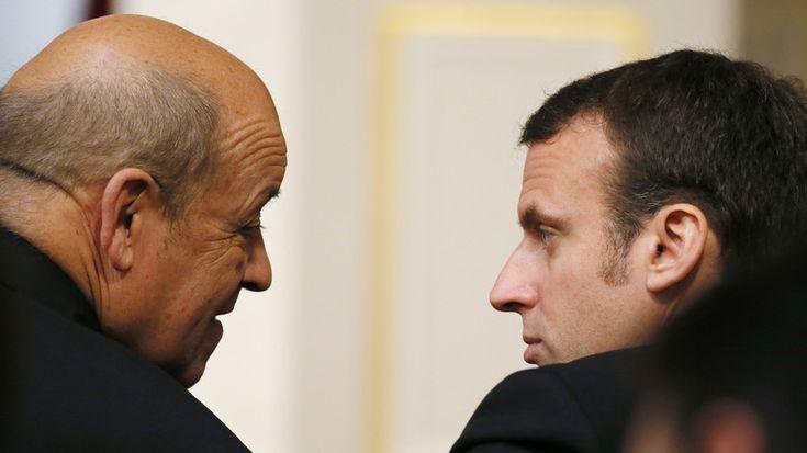 Selon BFM TV, le ministre de la Défense a choisi d'apporter son soutien à Emmanuel Macron au détriment du candidat de son parti Benoît Hamon. François Hollande lui a demandé de patienter jusqu'au 20 mars avant avant de rendre sa décision publique.