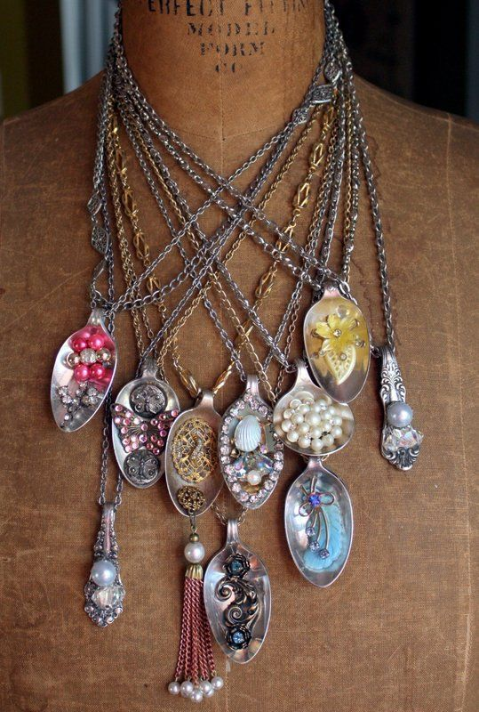itzismiscellany_spoon_pendants2 I bet these could be DIY with flea market spoons and old jewelry bits!