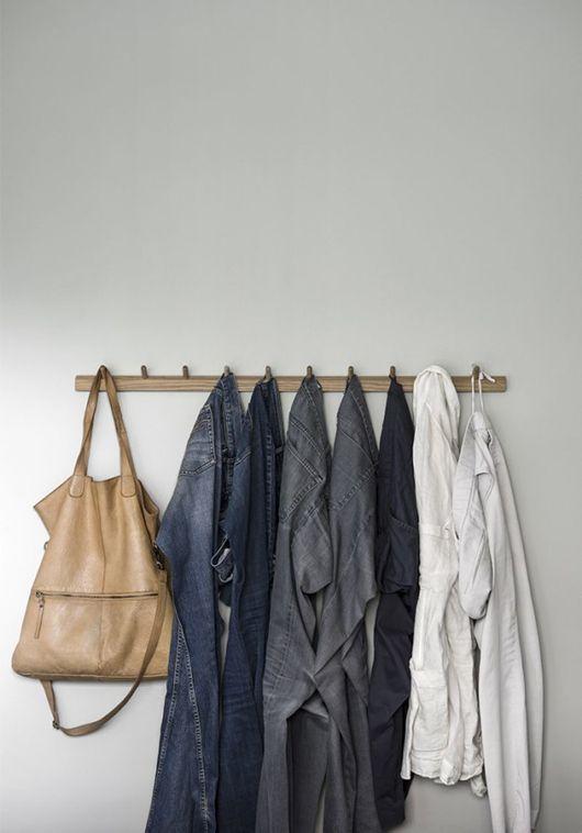 Mooi om je spijkerbroeken zo op te hangen! - Foto: Eric Lefvander Styling: Anna Mårselius för Residence