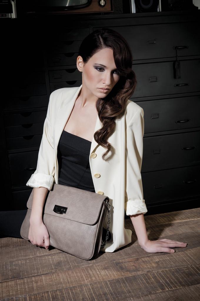 Oshawa: borsa effetto pelle graffiata con tracolla a catenella color taupe #borsa #borse #tracolla #Caleidos