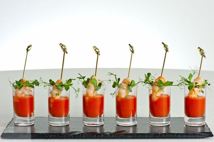 Spiced gazpacho shots with chilli prawns (geen recept) - enkel idee voor als presentatie !