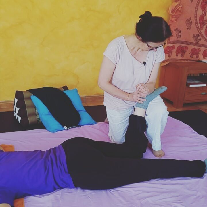 At 61 Lourdes is learning thai massage. It's never too late to do what you want . Good job Lourdes!! #thaimassage #alwayslearning #dowhatyoulove #healing