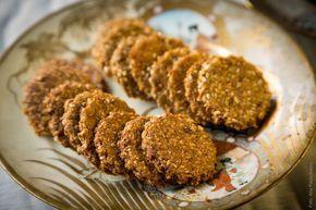 Os Biscoitos Integrais de Aveia e Gergelim são ricos em fibras,cálcio,vitaminas e minerais. Além de serem uma delícia e super fáceis de fazer.