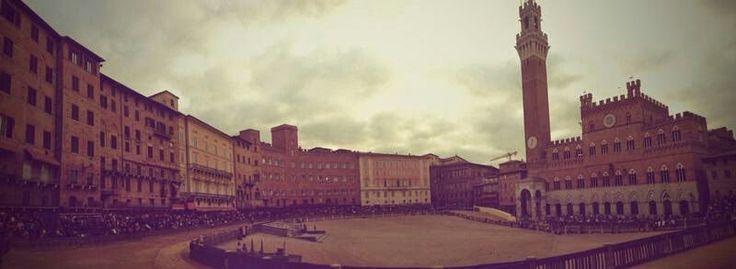 Piazza del Campo Siena, palio, prove di notte