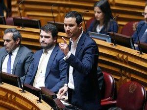 """O porta-voz do PS frisou que o grupo parlamentar do PS """"sempre disse que a alternativa empreendida pela nova maioria de esquerda era fundamental não só para Portugal, mas também para a Europa"""" http://expresso.sapo.pt/politica/2017-11-30-PS-diz-que-candidatura-de-Centeno-visa-exportar-sucesso-da-alternativa-politica-portuguesa"""