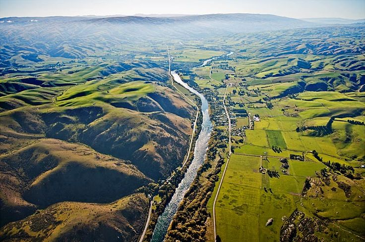 Clutha River at Millers flat, heading for the south coast, see more, learn more, at New Zealand Journeys app for iPad www.gopix.co.nz