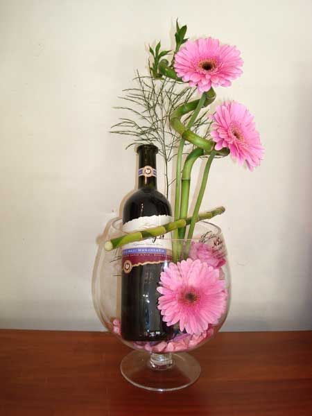 flower vase wine gl with 302726406176162814 on S Martini Glass Vase likewise 215975 also Val St Lambert Glass further 302726406176162814 as well Ceramic Vase With A Calla Lilly Flower.
