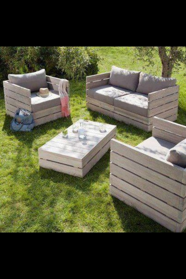 Use pallets to make furniture